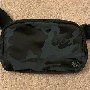 lululemon athletica Bags - Lululemon Everywhere Belt Bag 1L